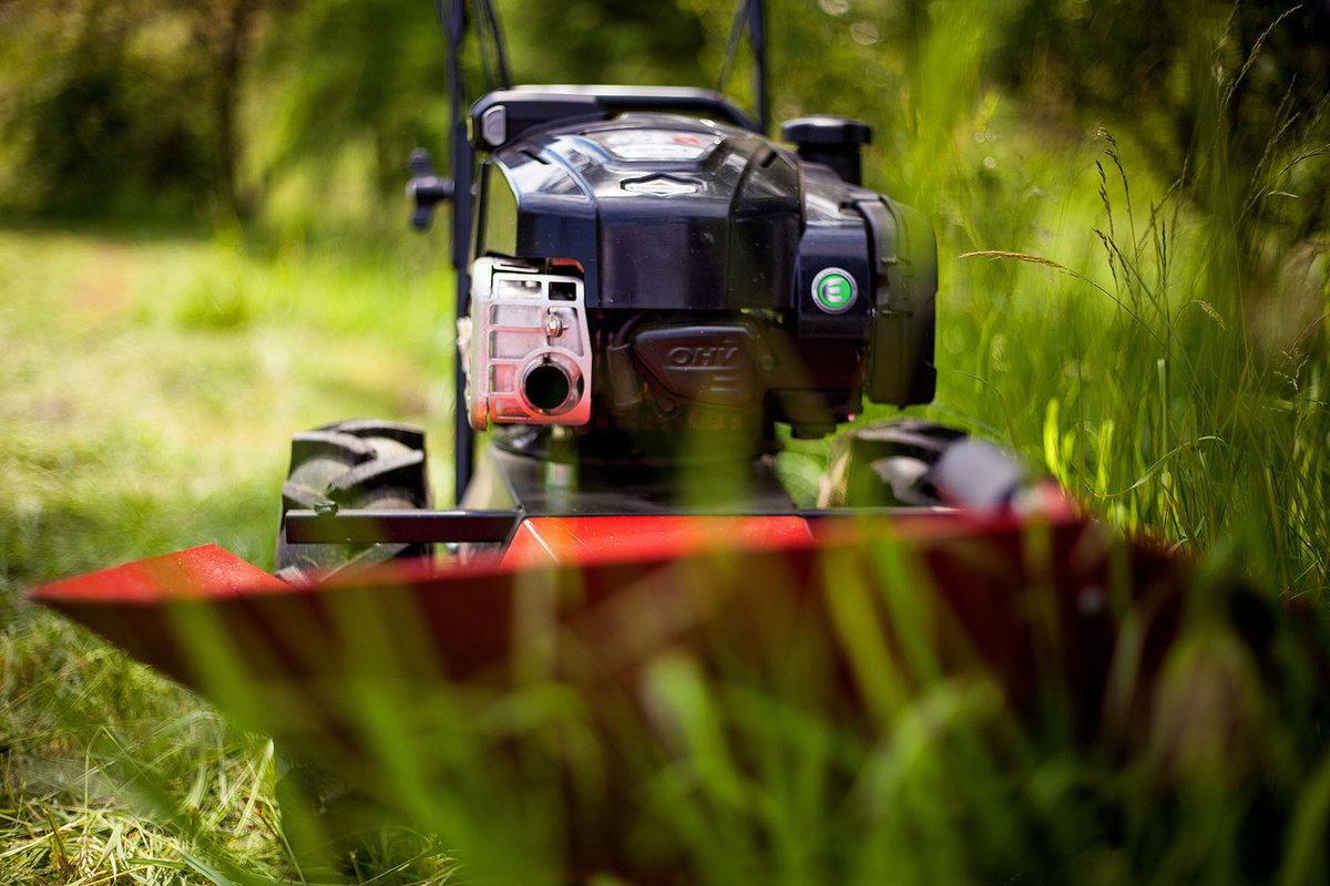 VARI - Moderní sečení vysoké trávy